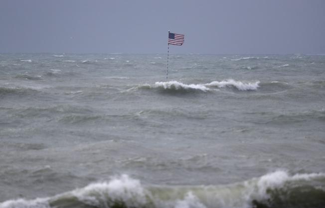 一級颶風伊賽亞斯(Isaias)本周將侵襲紐約,圖為2日佛州海灘景象。(美聯社)