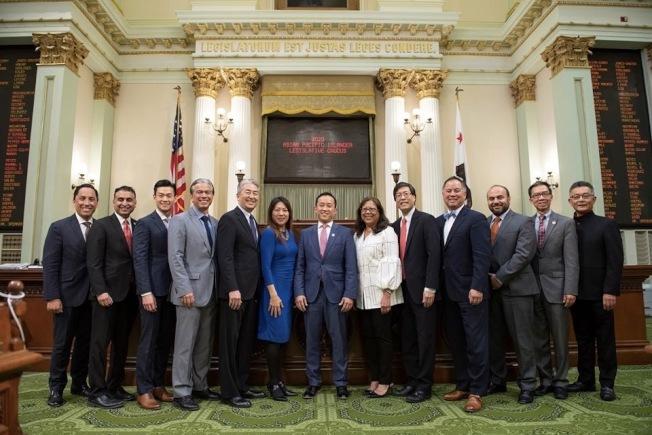加州議會亞裔黨團為ACA-5(16號公投案)背書。(加州議會亞裔黨團臉書)