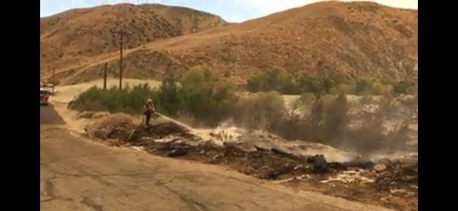 白水野火現場,火災已經受控。(河濱縣消防局臉書視頻截圖)