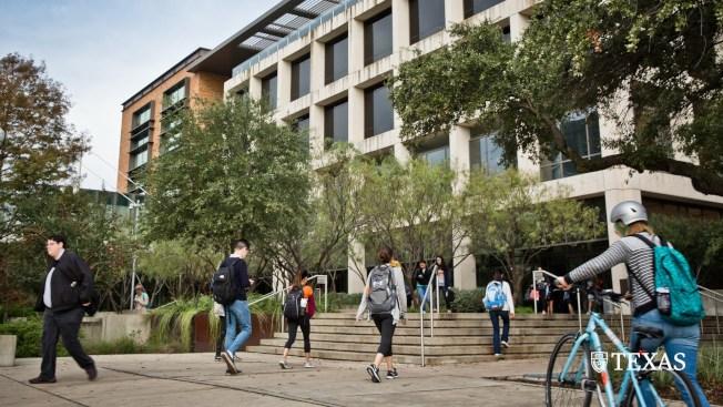 「紐約時報」的一項調查發現,德州大學奧斯汀分校在全國大學新冠肺炎病例中排名第一。(取材自UT Austin臉書)