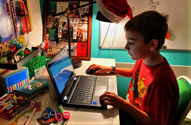 繼麻州第一大教師工會MTA後,第二大教師工會AFT周一也呼籲今秋開學時繼續上網課。(美聯社)