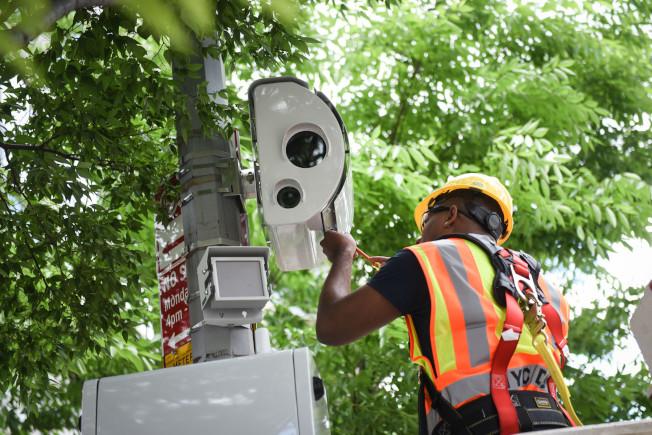 市長白思豪力推「零死亡遠景」,在全市各地設置眾多交通監控攝像頭。(本報檔案照)