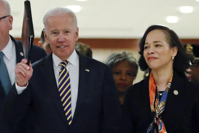 民主黨準總統候選人白登的副總統遴選委員會成員之一,也是深得白登信任的國會眾議員麗莎·羅徹斯特。(美聯社)