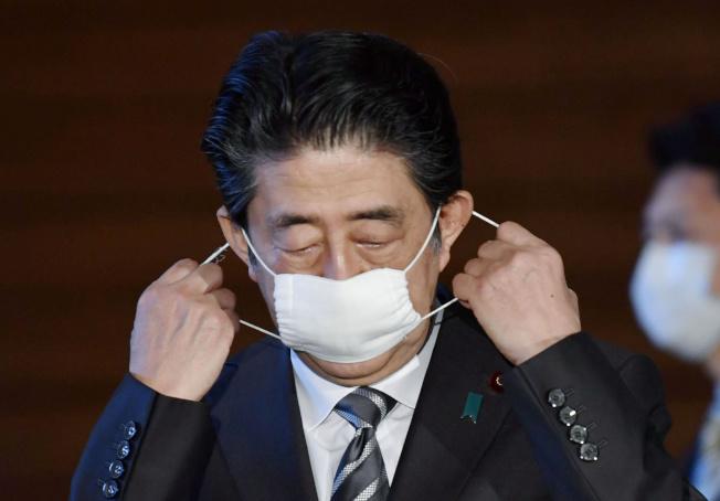 日本博物館展出新冠肺炎對生活影響,「安倍口罩」也將展出。(路透)
