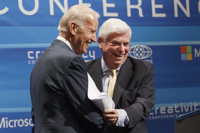 民主黨準總統候選人白登(左)請多年好友、前聯邦參議員陶德(康州)主持副總統遴選委員會。(美聯社)
