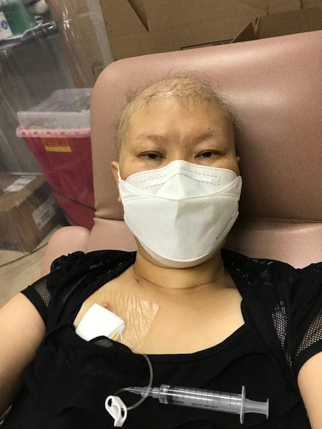 林雪利因化療,大量脫髮、厭食、身體疼痛,她形容「生不如死」。(林雪利提供)