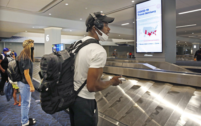 葛謨4日將羅德島州列入疫情高風險州,來紐旅客須自行隔離14天。(州長辦公室提供)