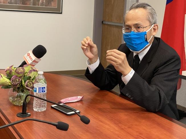 賴銘琪訪視僑教中心,也是他到任後第一個公開活動。(記者李榮/攝影)
