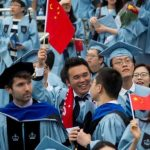 政治靶子?中留學生:美國把我們踢出去,中國不讓回去