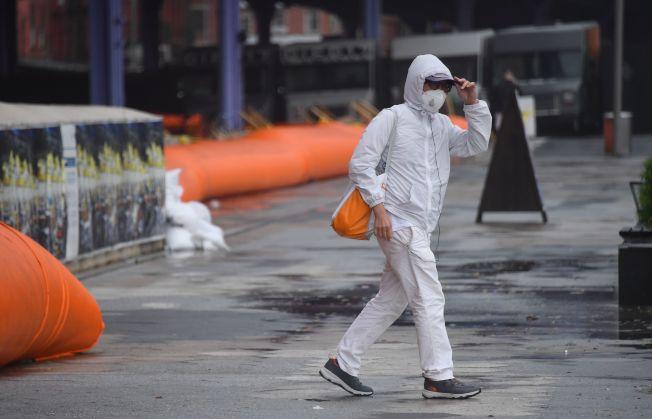 紐約市即日起將在各個橋隧入口設卡執法,隨機抽查外州來客是否隔離。(Getty Images)
