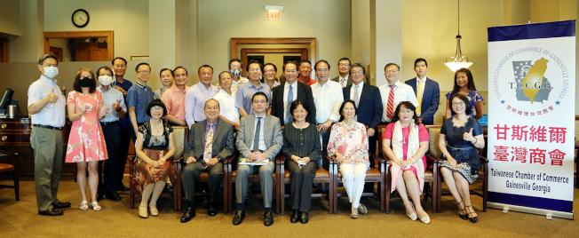甘斯維爾台商會成員和來賓合影。