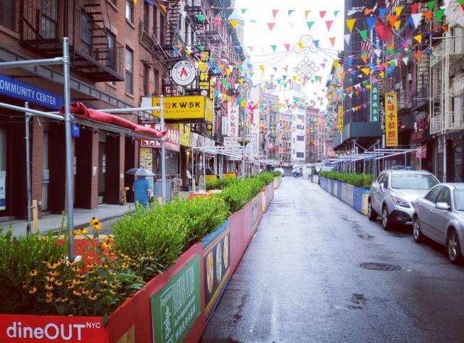 風暴讓華埠街頭空蕩蕩。(取自華埠商改區推特)
