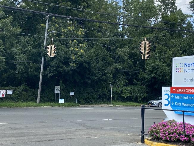 長島納蘇郡在熱帶風暴後,仍有部分路段失去電力,紅綠燈也暫停服務。(記者牟蘭/攝影)