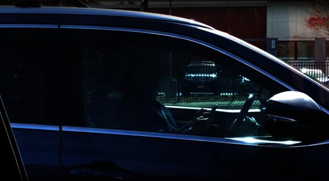 麻州禁止駕駛時使用手持式電子設備。(截圖自麻州州警視頻)