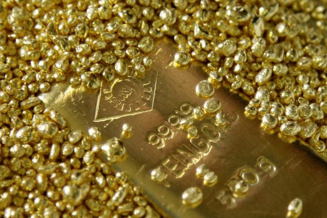 金價雖創歷史新高,銀價可能後來居上。(路透)