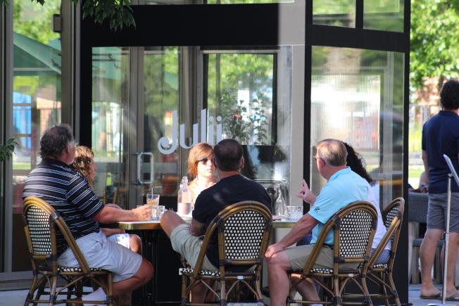 馬州蒙郡新規禁止餐廳和酒吧晚10時後再賣酒精類飲品。(記者張筠 / 攝影)