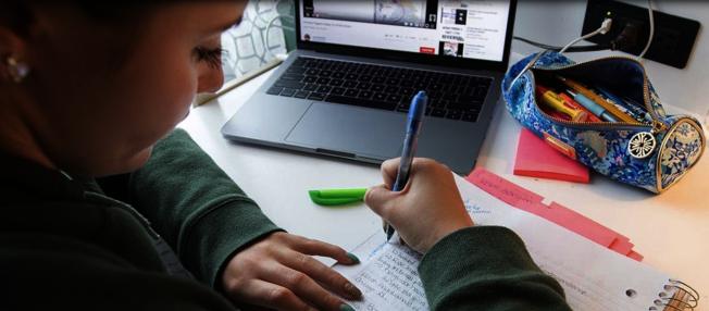 維州費郡公校新學期每周提供四天實時網課,另一天為學生獨立學習時間。(費郡公校提供)