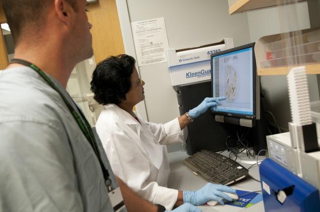 阿茲海默症協會指出,新冠肺炎肆虐,失智症患者可能因為忘記洗手或者忘記其他防疫步驟而增加罹病風險。(阿茲海默症協會提供)