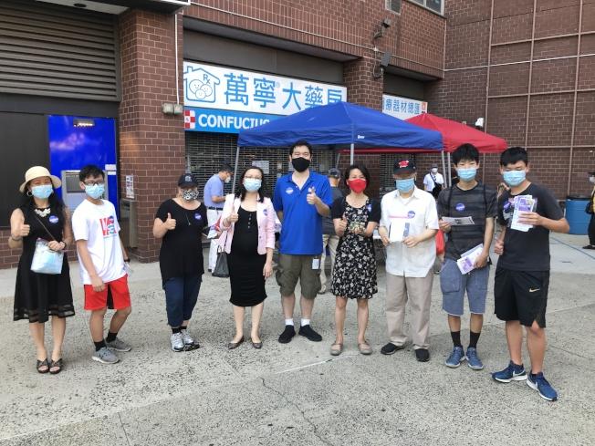 市议员陈倩雯办公室、孔子大厦和麦地臣社区中心等组织,5日在曼哈顿华埠举办人口普查活动。(记者颜嘉莹/摄影)