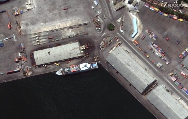 郵輪「東方女王號」當時停泊在貝魯特港口。(歐新社)