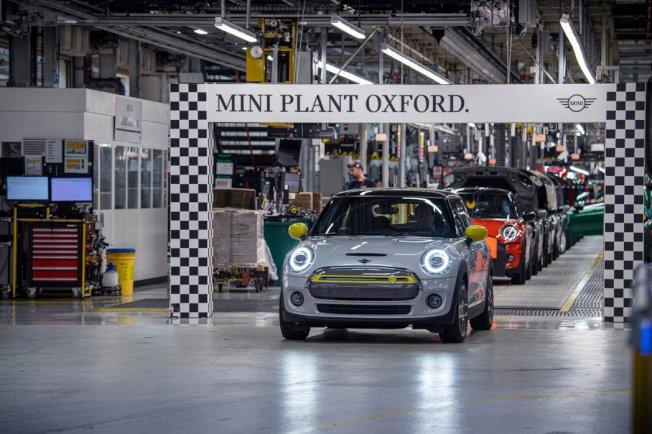 MINI Cooper SE在去年首發後,目前英國牛津廠的累積產量已破11,000輛。摘自MINI