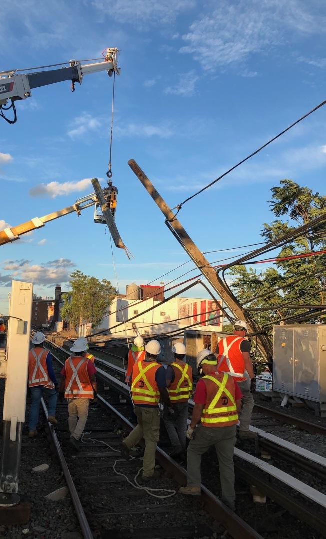 MTA工作人員為恢復公共交通加緊工作。(MTA提供)