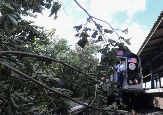 此次熱帶風暴對長島鐵路的破壞程度超過珊迪颶風。(MTA提供)