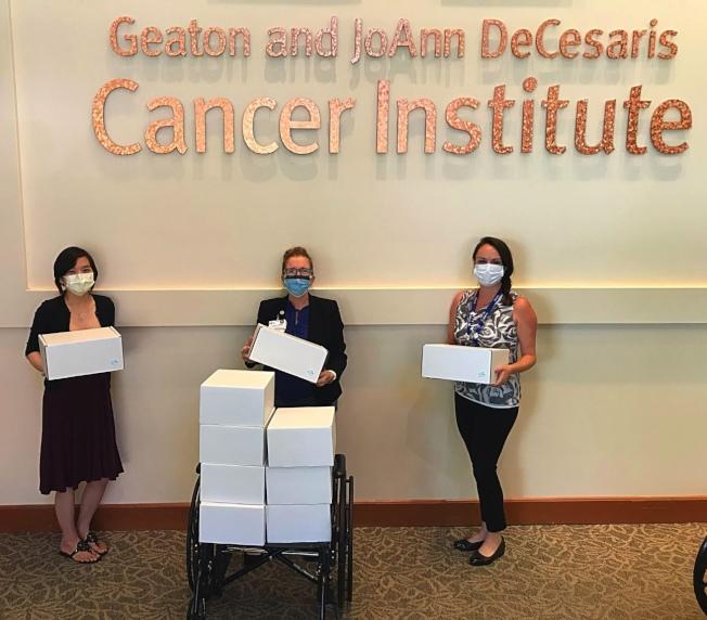 蘇妮婭迄今已為癌症病患送出229份「抗癌愛心包」。(蘇妮婭提供)