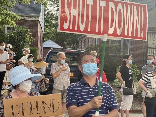 市府安置的150餘名釋放囚犯在新鮮草原一間酒店,事前未與社區溝通,引起不滿,6日引發數百名居民的抗議活動。