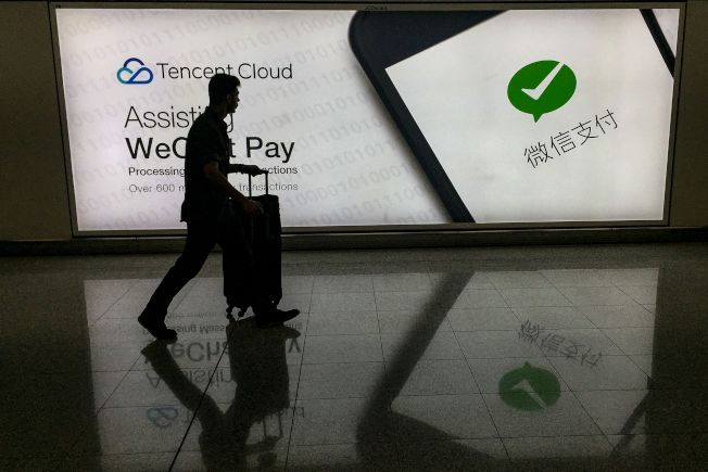 6日,總統川普簽署針對微信的行政命令,引眾多在美華人擔憂失去重要通訊、交易工具。(Getty Images)