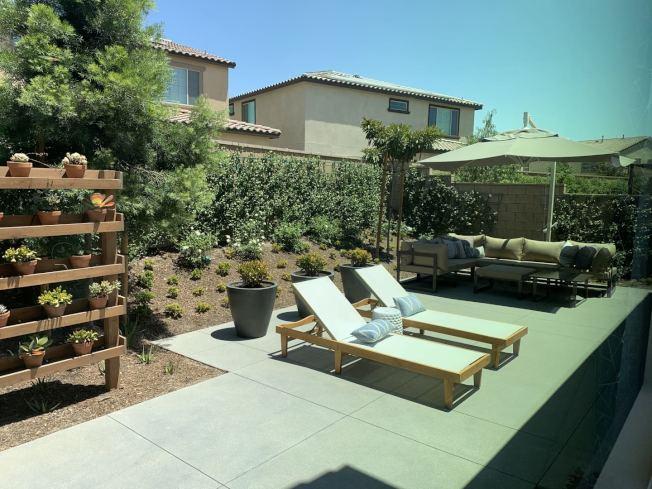 Park Place推出新建案Mariposa擁有寬敞後院公共活動空間。(記者啟鉻/攝影)