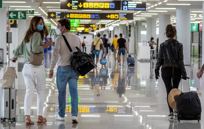歐盟更新開放邊境名單,美國仍然榜上無名。圖為西班牙馬略卡島帕爾馬機場。(歐新社)