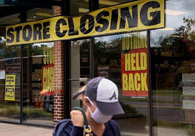 最新失業數字稍有改善,但今年年底前小企業倒閉潮將有增無減,失業者仍需聯邦紓困補助,包括失業津貼。(美聯社)