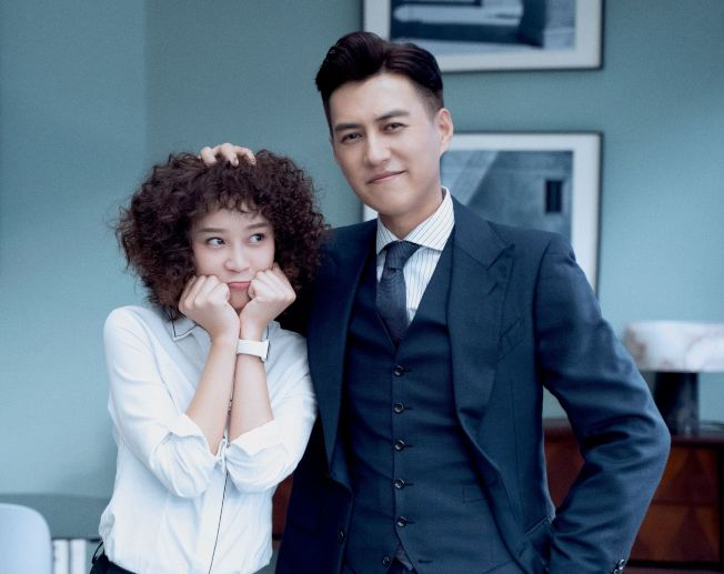 靳東(右)、藍盈瑩主演「精英律師」。中天娛樂台提供