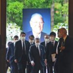 日本前首相森喜朗率團弔唁李登輝 安倍弟同行