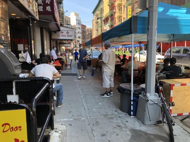 民主黨社區領袖劉林劍虹、于金山,及民選官員及12個傳統僑團致信市議員陳倩雯,呼籲支持封街計畫,在周末關閉華埠部分街道以設立更多戶外用餐座。(記者顏嘉瑩/攝影)