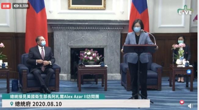 中華民國總統蔡英文10日接見訪台的美國衛生及公共服務部部長艾薩(Alex Azar)。(影片截圖)