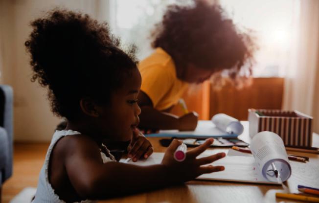 史丹福大學教育學院副教授奧布拉多維奇分享祕訣,幫助兒童在家學習。(史丹福大學提供)