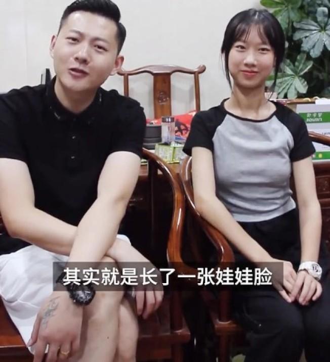 琪寶爸爸和女兒相差二十歲,但很多網友覺得他們看起來很像兄妹。圖擷自梨視頻