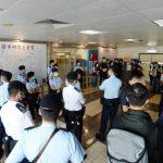 拘捕黎智英後 百名港警搜查香港蘋果日報、壹傳媒