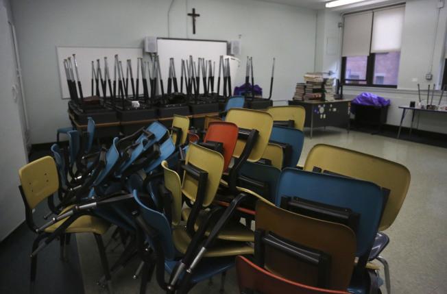 紐約市也將成為全美第一個將在秋季恢復部分實體課的大城市學區,圖為布魯克林一間學校的教室。(美聯社)