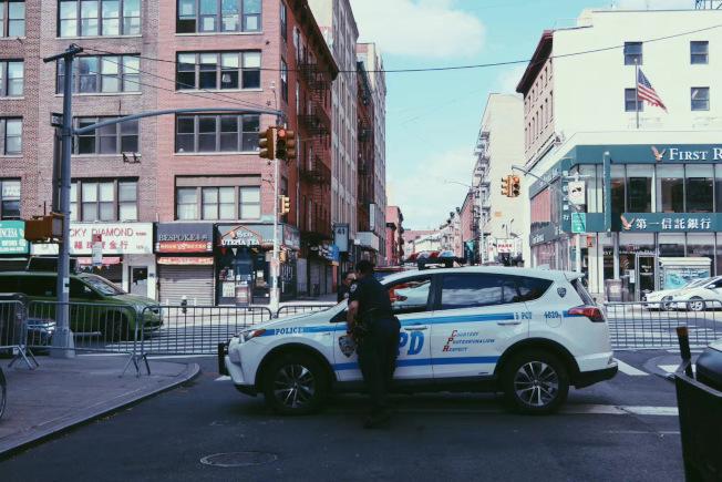 紐約華埠主幹道頻現華裔受害者遭竊包,五分局提醒出入銀行需小心。(記者張晨/攝影)
