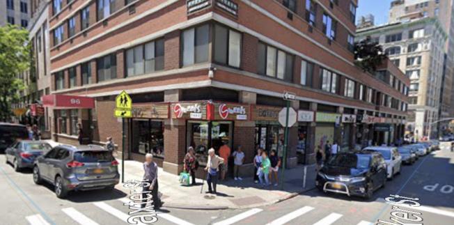 「思味餅屋」華裔員工遭人盜竊其更衣櫃中的數千元現金。(取自谷歌地圖)