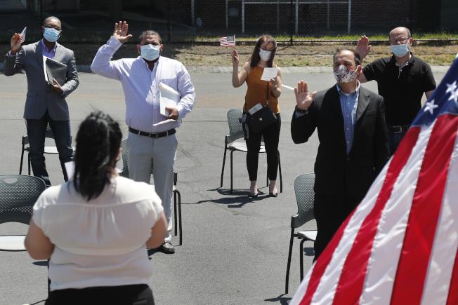 根據Bambridge會計師事務所,逾5,800名美國人在今年上半年放棄美國公民身分,超越去年全年總數。美聯社