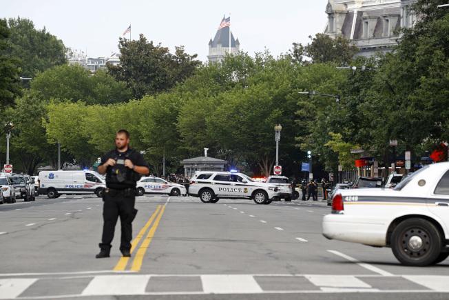 白宮附近傳出槍案,警方與特勤人員趕到增援。(美聯社)