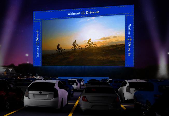 線上申請、門票免費…沃爾瑪停車場變身汽車電影院