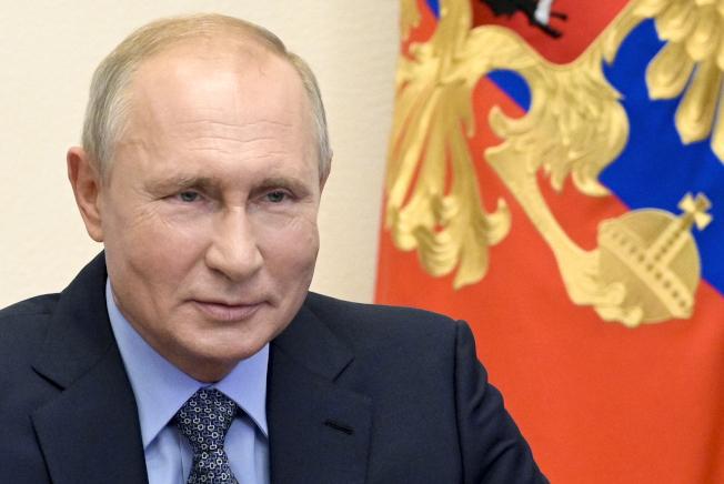 俄國總統普亭11日宣布,俄國衛生部已核准俄國研發的世界第一款新冠肺炎疫苗。美聯社