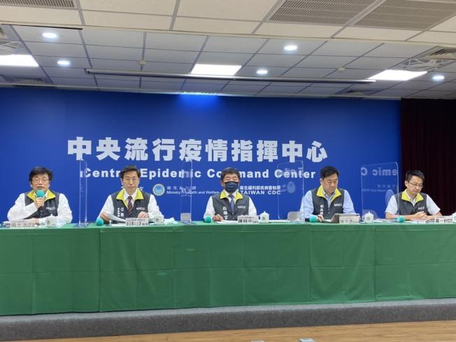 中央流行疫情指揮中心記者會,宣布開放2至6歲(含)以下持居留證的陸籍子女申請入境。(記者簡浩正/攝影)