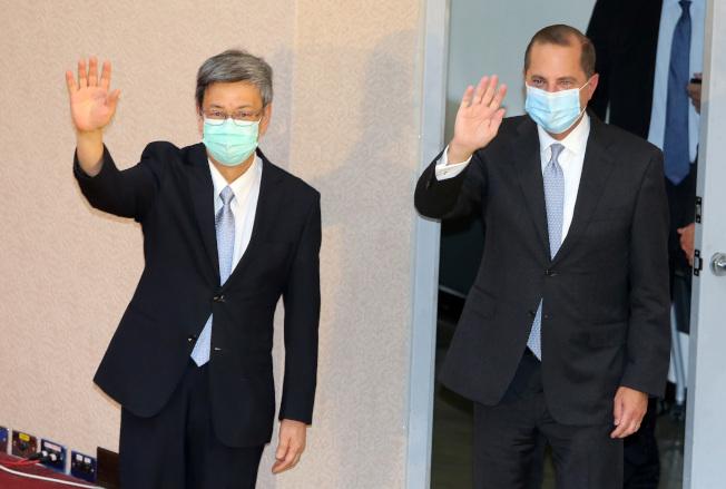 美國衛生部長阿查爾(右)11日在台演講,前副總統陳建仁(左)陪同出席,並強調台美公共衛生合作歷史深遠。(記者胡經周/攝影)