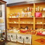 我們的書局Maomi Bookstore提供精神食糧+有機健康物質食糧